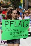 PFLAG au 10ème défilé annuel de fierté de rue Peter Photos stock