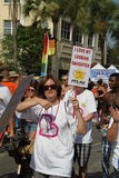 PFLAG en el 10mo desfile anual del orgullo del St. Pete Imagenes de archivo