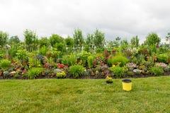 Pflanzen eines schönen formalen Blumengartens Lizenzfreies Stockbild