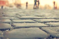 Pflasterstraßen unscharfe Schattenbilder von Leuten Stockfotos