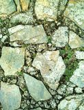 Pflasterung gemacht durch Felsen stockbild