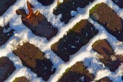 Pflasterung im Schnee Stockfotografie