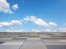 Pflasterungsboden und blauer Himmel mit Wolken Stockbild