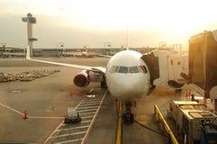 Pflege der Zivilflugzeuge Stockfotografie