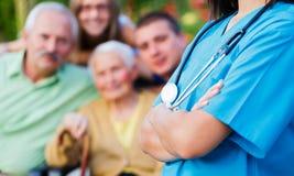 Pflegekraft und Familie Lizenzfreies Stockfoto