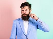 Pflegender Führer des entscheidenden Schnurrbartes Sachverständige Tipps für wachsenden und Instandhaltungsschnurrbart Hübscher a Stockbild