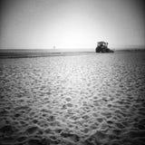 Pflügen des Strandes Künstlerischer Blick in Schwarzweiss Stockfotos