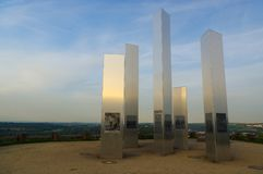 PFORZHEIM, GERMANIA - 29 aprile 2015: Memoriale della città del bombardamento sulla collina delle macerie di Wallberg Fotografie Stock