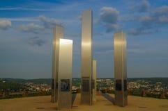 PFORZHEIM, GERMANIA - 29 aprile 2015: Memoriale della città del bombardamento sulla collina delle macerie di Wallberg immagini stock