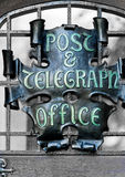 Pfosten- und telegrapghbürozeichen Lizenzfreies Stockfoto