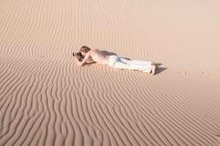 Pfotographer dans le désert Photographie stock libre de droits
