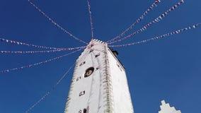 Pfullendorf, Duitsland Het oude deel van torenoberes van de oude middeleeuwse vestingwerken van de stad Het kleine stoffenvlaggen stock footage