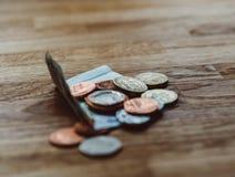 Pfund auf Tabelle im Luxusrestaurant Lizenzfreie Stockfotografie