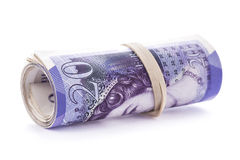 20 Pfund Banknoten rollten oben und zogen mit Gummiband an fest Lizenzfreie Stockfotografie
