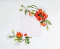Página del libro de recuerdos con las flores del Chaenomeles Fotografía de archivo