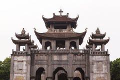 """Phà catedral ‡ m de t ¡ Diá do"""" em Ninh Binh Province, Vietname Imagens de Stock"""