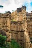 Phénomène naturel de falaise érodée, piliers de sol, roche sculptée par l'eau, vent pendant million d'années photographie stock libre de droits