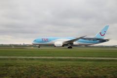 PH-TFK TUI Airlines Netherlands Boeing 787-8 Dreamliner sta partendo da Polderbaan fotografie stock libere da diritti