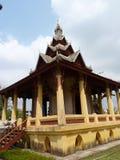Pha которое stupa Luang и статуя короля Setthathiral i Стоковая Фотография RF