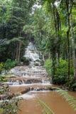 Pha Charoen Waterfall, mooie 97 niveau een trede-stappende waterval in Namtok Pha Charoen National Park, het District van Phop Ph Royalty-vrije Stock Afbeeldingen