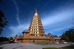 Pha che la cinghia di Chedi Sri Pho è pagoda in Wat Ta It, Tailandia Fotografie Stock Libere da Diritti