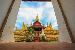 Pha den Luang (den Luang Stupa), Vientiane, Laos Royaltyfri Bild