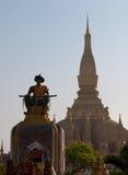 Pha den Luang stora Stupa i Vientiane Laos Arkivfoton