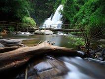 Pha Dok Siew vattenfall Arkivbilder