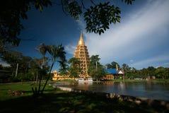 Pha que a tanga de Chedi Sri Pho é pagode em Wat Ta It, Tailândia Fotos de Stock Royalty Free