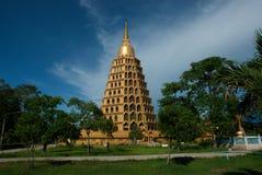 Pha que a tanga de Chedi Sri Pho é pagode em Wat Ta It, Tailândia Fotos de Stock