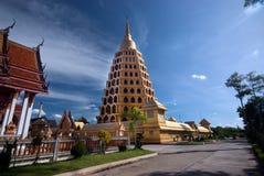 Pha que a tanga de Chedi Sri Pho é pagode em Wat Ta It, Tailândia Foto de Stock