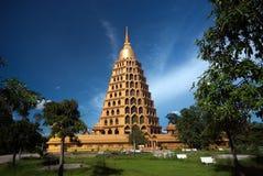 Pha que a tanga de Chedi Sri Pho é pagode em Wat Ta It, Tailândia Imagens de Stock