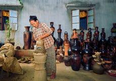 Phan ringde, Vietnam - November 2, 2014: En by keramiska Bau Tr Royaltyfria Bilder