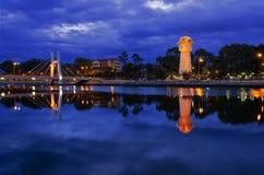 Phan Thiet vattentorn på floden för Ca Ty. Arkivbild