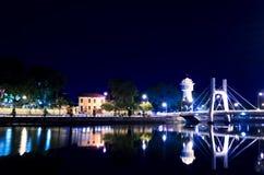 Phan Thiet vattentorn på floden för Ca Ty på aftonen. Royaltyfria Bilder