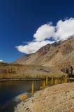 Phander sjö, Ghizer i nordliga Pakistan Arkivbilder