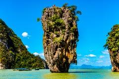 Phang Nga海湾的詹姆斯庞德海岛在普吉岛,泰国附近 库存照片