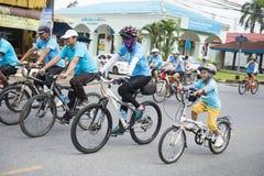 PHANG-NGA, ΤΑΪΛΆΝΔΗ 16 ΑΥΓΟΎΣΤΟΥ: Ποδήλατο για το γεγονός mom που γιορτάζει Στοκ Φωτογραφίες