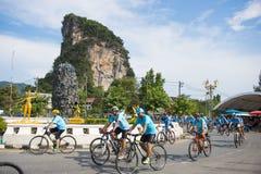 PHANG-NGA, ΤΑΪΛΆΝΔΗ 16 ΑΥΓΟΎΣΤΟΥ: Ποδήλατο για το γεγονός mom που γιορτάζει Στοκ Φωτογραφία