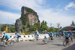 PHANG-NGA, ΤΑΪΛΆΝΔΗ 16 ΑΥΓΟΎΣΤΟΥ: Ποδήλατο για το γεγονός mom που γιορτάζει Στοκ Εικόνες