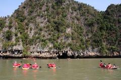 Phang Nga sur la mer en Thaïlande Île et kayaks tropicaux Photo libre de droits
