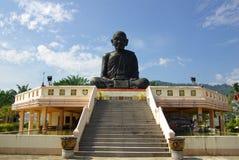 PHANG NGA, TAILÂNDIA - 8 de janeiro de 2014: Wat Kaeo Manee Si Mahatha Imagens de Stock