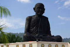 PHANG NGA, TAILÂNDIA - 8 de janeiro de 2014: Wat Kaeo Manee Si Mahatha Fotografia de Stock Royalty Free
