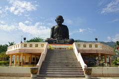 PHANG NGA THAILAND - Januari 8, 2014: Wat Kaeo Manee Si Mahatha Arkivbilder
