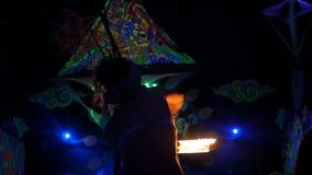 Phangan, Thailand - Maart 16, 2018: Shiva Moon Goa Trance Party De wilde stammenbrand toont stock videobeelden