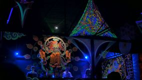 PHANGAN, THAILAND - MARCH 16, 2018: Shiva Moon Goa Trance Party. Psychedelic neon and luminescent decoration of dance floor and dj stage. Young people have fun stock video