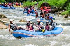 PHANGNGA TAJLANDIA, SIERPIEŃ, - 23, 2014: Białej wody flisactwo na th Obrazy Stock
