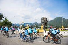 PHANGNGA, THAILAND 16. AUGUST: Fahrrad, damit Mutterereignis feiert Stockbild