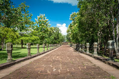 Phanom敲响了历史公园,老建筑学一一千年前在武里喃府,泰国 免版税库存照片