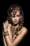 phantasie Spinne, die auf hübschem Frauengesicht sitzt kreativität lizenzfreies stockfoto